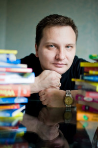 Автор - Валентин Холмогоров